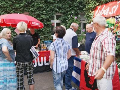 Cuba Sí gemeinsam mit dem Kreisverband der LINKEN auf dem Höfefest in der Stadt Brandenburg am 18. August. (Foto: Werner Müller)