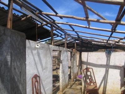 Zerstörtes Wohnhaus eines Büffelzüchters im Projektgebiet des Kreises Yateras