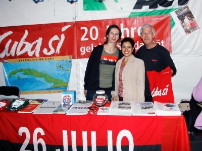 Adriana Pérez an unserem Stand im Kubazelt