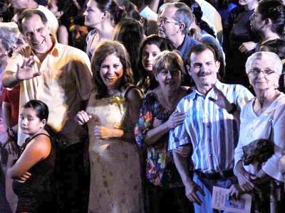 René (links) und Fernando (2.v.r.) mit Familienangehörigen