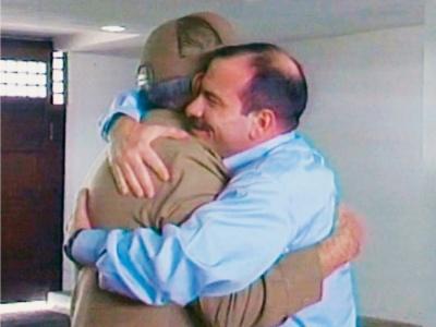 Herzliches Willkommen in Kuba: Präsident Raúl Castro und Fernando González