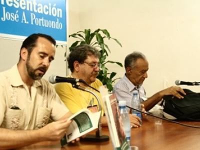 Bei der Buchpräsentation: Harald Neuber, Paco Ignacio Taibo II und Fernando Martínez Heredia