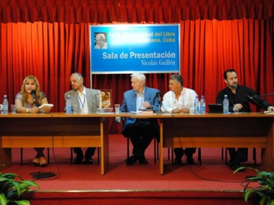 Magda Resik, Rafael Bernal, Hans Modrow, Übersetzer Jesús Irsula und Harald Neuber (v.l.n.r.)