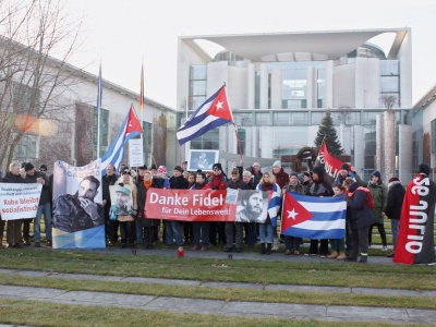 Ehrendes Gedenken an Fidel in Berlin
