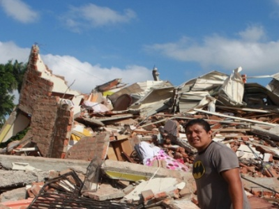 Schwere Verwüstungen nach dem Erdbeben in der Provinz Manabí in Ecuador. Foto: Telesur