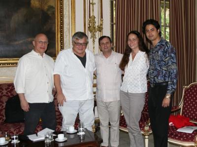 Die Cuba Sí-Delegation während des Besuches im ICAP: Jörg Rückmann, Harri Grünberg, ICAP-Präsident Fernando González Llort, Anke Schneider und Yodier Cabrera (v.l.n.r.).