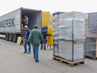 Der Soli-Container wird beladen