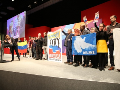 """""""Hands off Venezuela"""" - Soliaktion auf der Parteitagsbühne"""