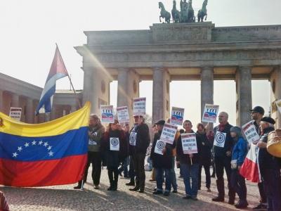 Hände weg von Venezuela - Soliaktion in Berlin