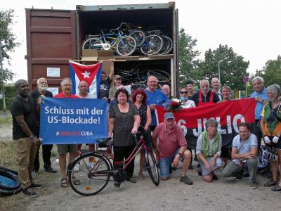 Der Container ist mit 110 gespendeten Fahrrädern beladen, Foto: Elke Lier
