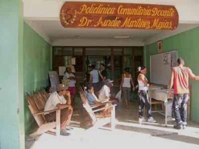 Eingang der Poliklinik in Felicidad (Kreis Yateras, Provinz Gantánamo), Foto: ecured.cu