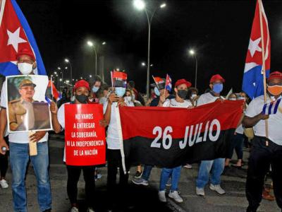 """""""Wir werden die Souveränität und Unabhängigkeit der Nation nicht aufgeben"""": Unterstützer der sozialistischen Regierung der Republik Kuba im Juli 2021 auf dem Malecon in Havanna. Foto: Vladimir Molina Espada/Prensa Latina"""
