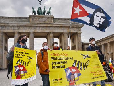 Unblock Cuba-Aktion auf dem Pariser Platz in Berlin, Foto: Matthias Gutsch