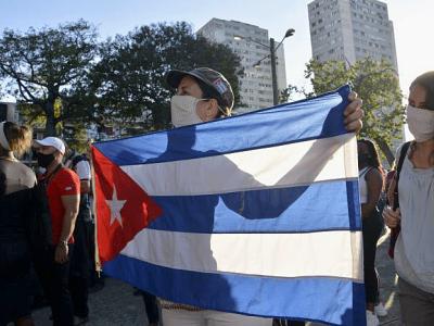 Viva Cuba socialista! Foto: Juvenal Balán