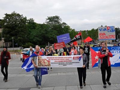 Kubafreundinnen und -freunde aus Leipzig, Chemnitz, Gera, Berlin und dem Saalekreis protestierten gegen die US-Blockade vor dem Generalkonsulat der US-Botschaft in Leipzig.