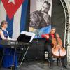 """Musikalischer Ohrenschmaus: Almuth und Douglas Vistel als """"Duo Capriccioso"""" spielen kubanische Klassik auf Piano und Cello. Foto: Gabriele Senft"""