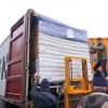 Erleichterung bei der 1. Beladung: Die Berechnung der Höhe war richtig. 15 Matratzen auf einem Krankenbett passen in der Container.