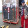 """23. Dezember 2019: Container für die Geburtsklinik """"Ramón González Coro"""" wird gepackt"""