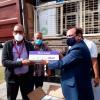 Der am 7. Mai 2021 in Berlin mit medizinischen Sachspenden für das Gesundheitsministerium (MINSAP), das Krankenhaus Ramón González Coro und das Instituto Finlay für Impfstoffforschung gepackte Container wird in Havanna geöffnet. Foto: MINSAP