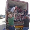Ein Containerr mit Fahrrädern für unser Projekt in Guantánamo wird gepackt (31. Mai 2019)