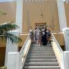 14. März: Ausflug nach Santiago de Cuba, unsere Solibrigade am Eingang in die Moncada-Kaserne, Foto: Cuba Sí