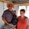 20. März: Besuch der UBPC Eliomar Noa. Antonio Pineda Labañino bedankt sich bei Claudia Gerathewohl, der Leiterin der Solibrigade, Foto: Cuba Sí