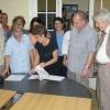 Die Vertragsunterzeichnung für ein neues Milchprojekt zur urbanen Landwirtschaft in Pinar del Río zwischen ACPA und Cuba Sí. Vor 20 Jahren hat so unsere konkrete und nachhaltige Solidaritätsarbeit auf Kuba begonnen.