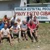 Jedes Jahr finden mehrere Workcamps statt, in denen man das Arbeiten und Leben auf den Milchprojekten kennenlernen kann. Hier die Cuba Sí Workcamper im Milchprojekt Guantánamo.