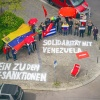Solidarität mit Venezuela: Fotoaktion vor dem Karl-Liebknecht-Haus