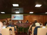 Fidel Castro in der Debatte mit internationalen Gästen