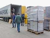 Der Soli-Container wird beladen.